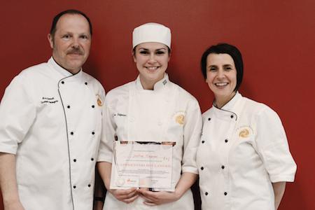 Justine Tréguier 2e prix, Marc Simonet et Marie-Pascale Bonne, enseignants en boulangerie